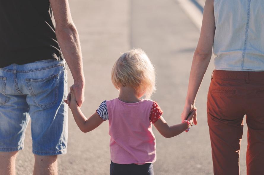 Tarvitsemme kunnianhimoisen perhevapaauudistuksen